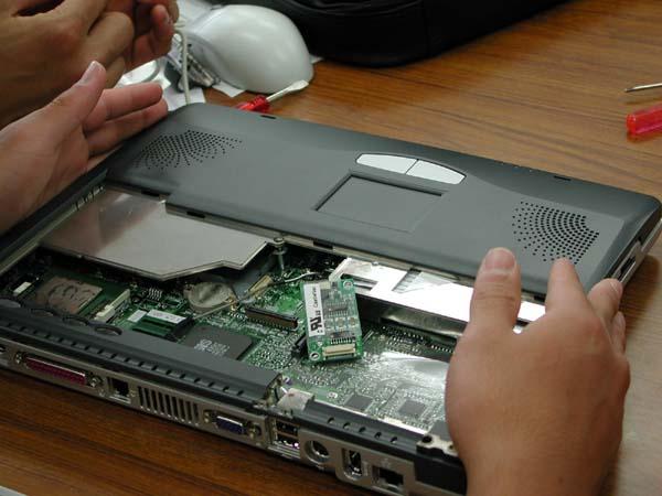 ノートパソコンの組み立て