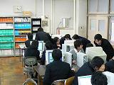 説明:https://www.chiba-c.ed.jp/chibahigashi-h/20061124careerguidanceroom116s.jpg